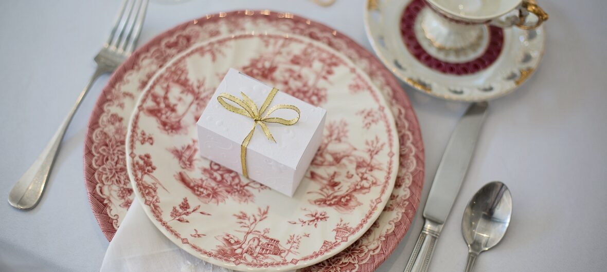 Plate setup with small gift box in the middle